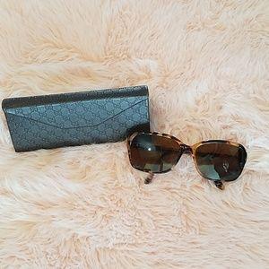 Gucci eye glass case or wallet